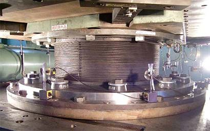 高引抜き対応型免震装置